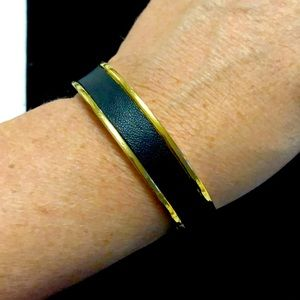 HOUSE OF HARLOW BLACK AND GOLD TONE BANGLE